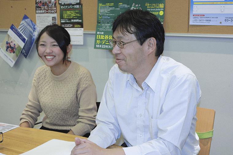 理事・事務局長の 伊藤さんと、 東洋大学3 年生の 柴田さん