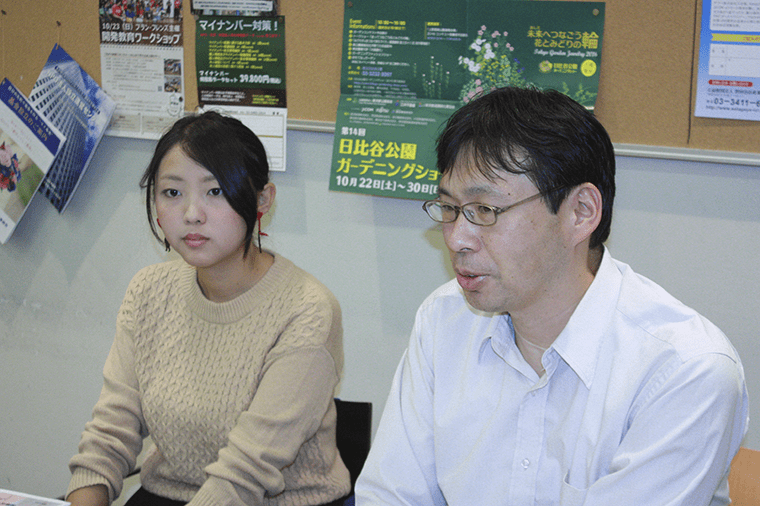 お話しを伺った理事・事務局長の山本さん(右)と大学3年生の柴田さん(左)