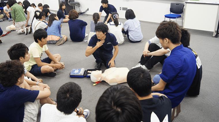 災害地支援に必要な応急救命講習の様子