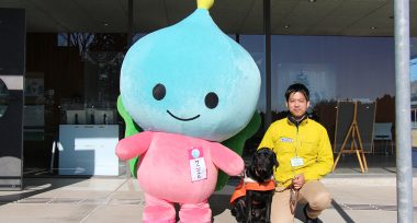 PR犬のナッピーと池田さんとサニエル