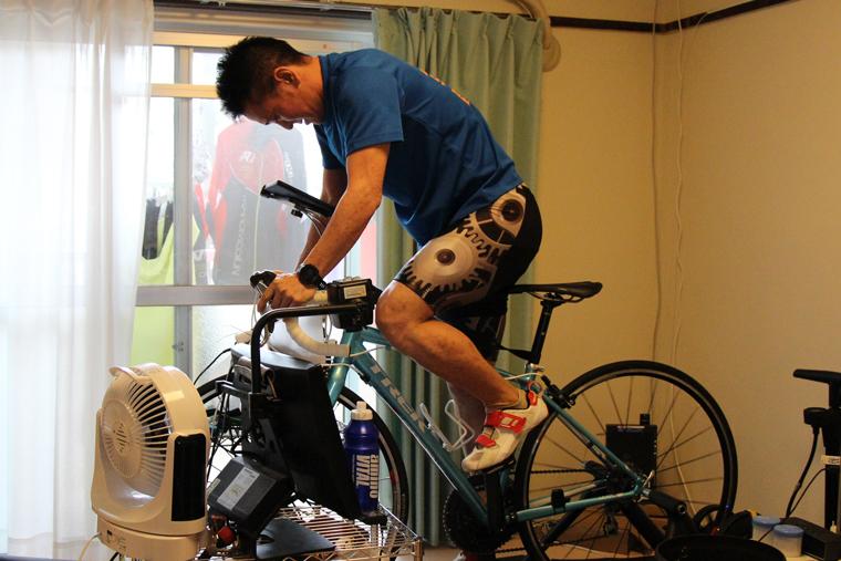 自宅でのバイク練習の様子