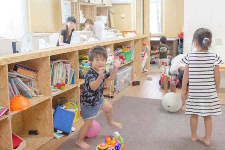 キッズスペースで遊ぶ子どもたち