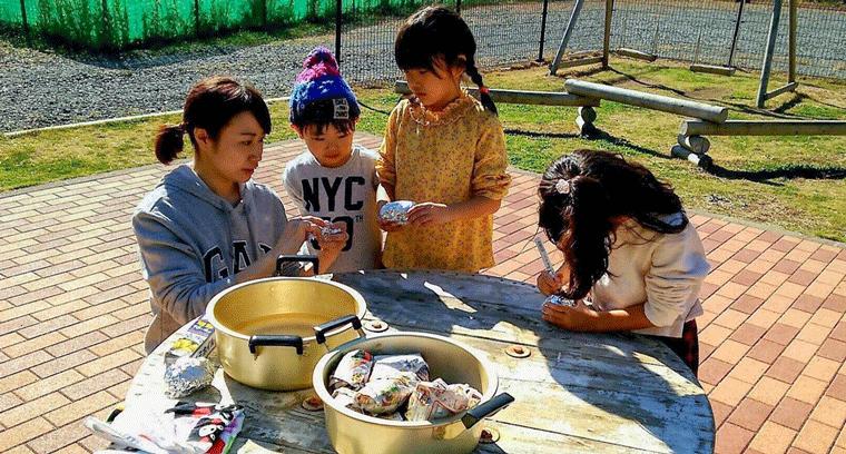 焼き芋を準備する子どもたち